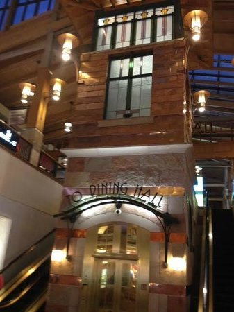 Park meadows mall: loved all the wood decor