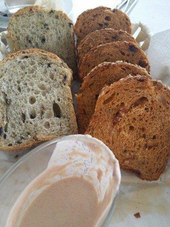 Strandhaus No. 12: Brot mit Sauce...