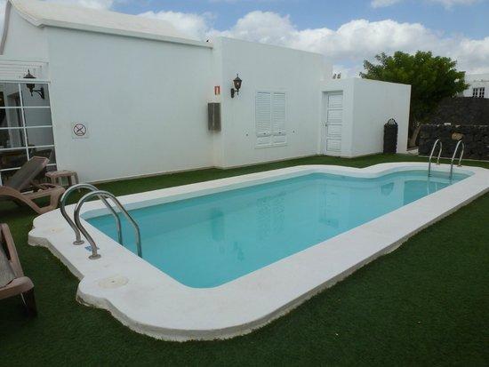 Hyde Park Lane Villas: pool