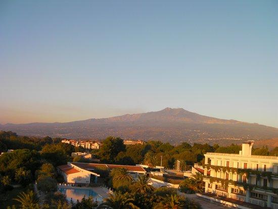 Atahotel Naxos Beach: Etna from hotel room
