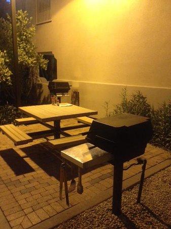 Sheraton Desert Oasis: BBQ Area, many located around the resort.
