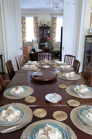 15 Church Street Bed & Breakfast - Phillips-Yates-Snowden House : Breakfast Table