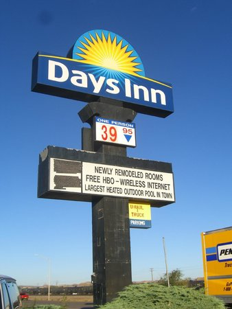 Days Inn Gallup: front sign. low price room