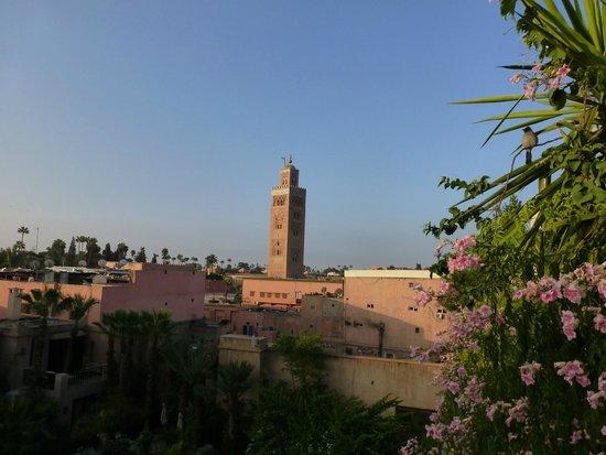 Vue sur la Koutoubia depuis la terrasse de l'Hotel Salsabil