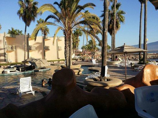 Estero Beach Hotel & Resort: Interesting shapes in the pool
