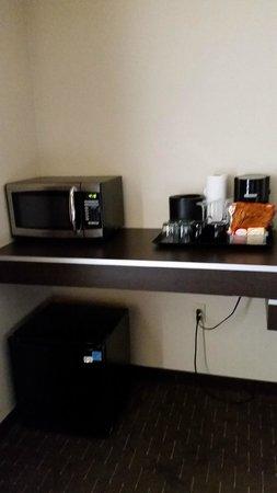 Hyatt House Seattle/Bellevue : microwave , frig and coffee/tea
