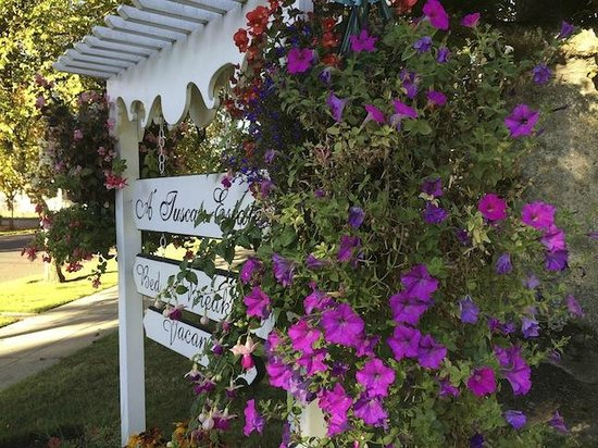 A' Tuscan Estate Bed & Breakfast : Sign