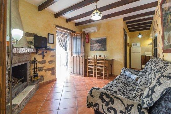 casa rural picachico saln con chimenea en la casa picachico