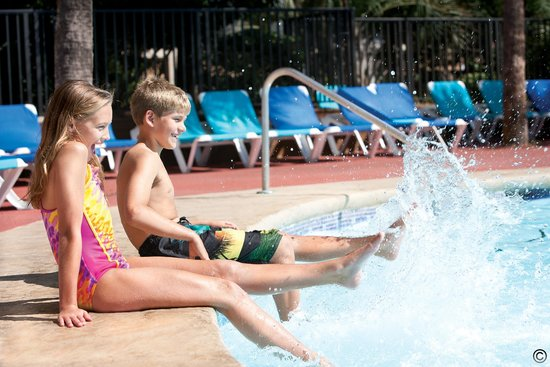Beach Cove Resort: Splashing in the Pool