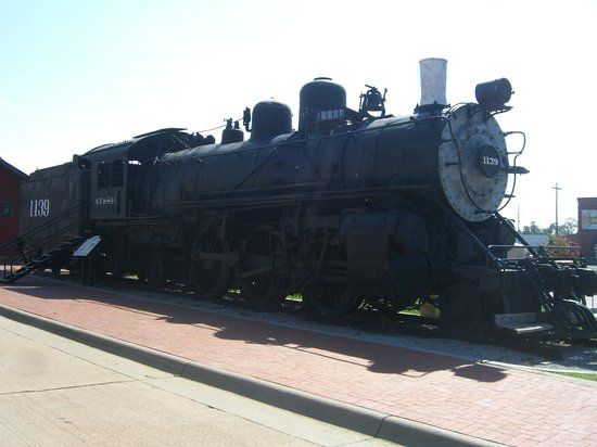 Boot Hill Museum: steam engine train out front