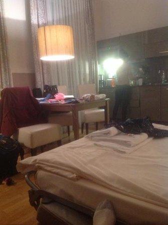 Aparthotels Muenzgasse: livingroom