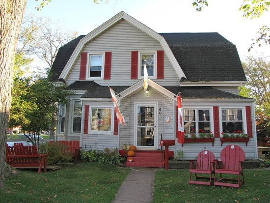 Charlottetown Backpackers Inn: Sunny autumn morning