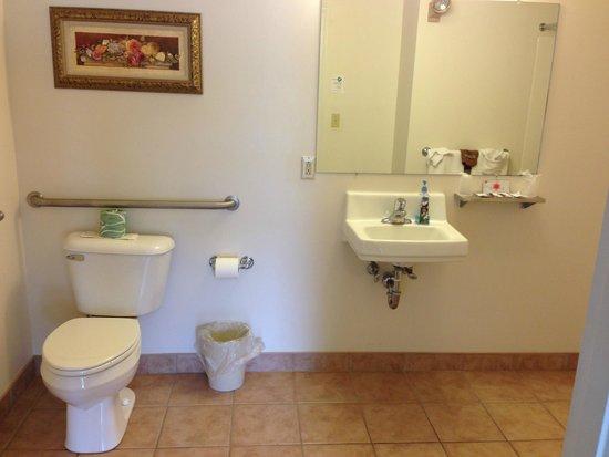 Colonial Motel: No shelf space