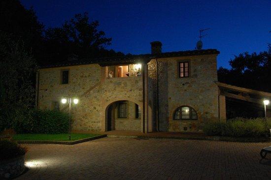 Le Polle di Meletro: Blick auf die Villa bei Nacht