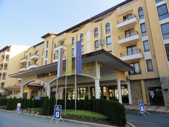 Royal Sun Apartments : вход