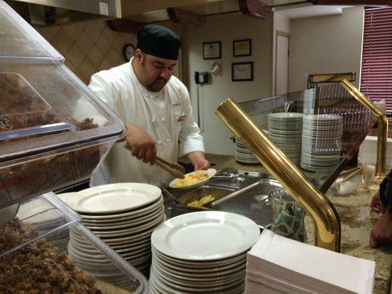 Ayres Hotel Anaheim : Breakfast - Chef Prepared