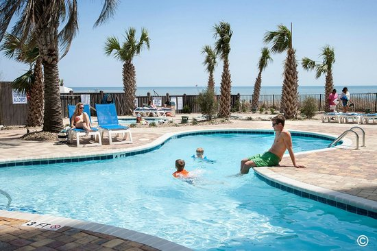 The Palace Resort: Oceanfront Pool