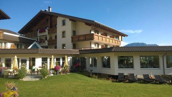 Alpinresort Schillerkopf: Ansicht vom Garten aus