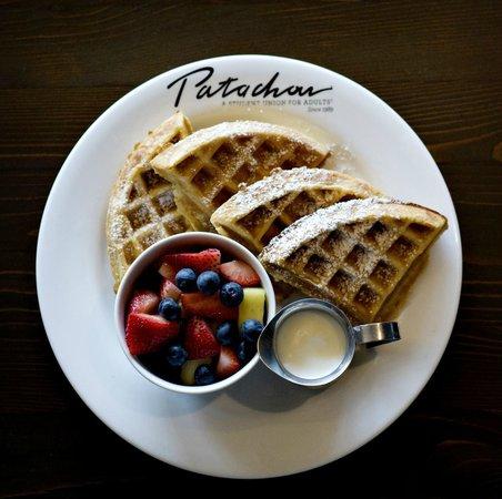 Cafe Patachou: Waffle with fruit