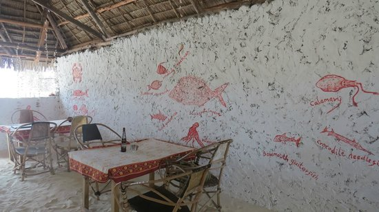 The Stone Culture Restaurant: Fishies on the wall