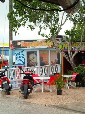 Saona Cafe: area