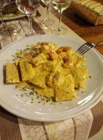 A' Cialoma: Ravioli di cernia al ragù di pistacchio e gamberi