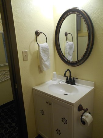 Victorian Inn: Bathroom