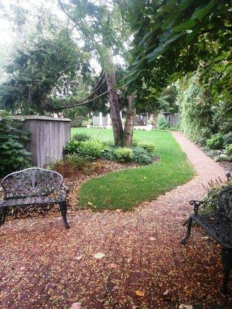 The Inn & Spa at Intercourse Village: Walkway to Gazebo