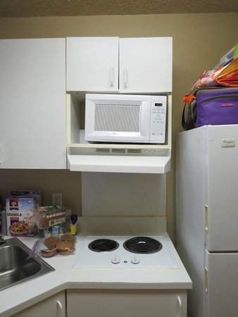 Extended Stay America - Atlanta - Marietta - Windy Hill : Microwave on unlevel surface
