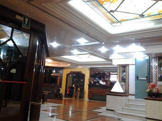 New Gemini Hotel: hall & bar...