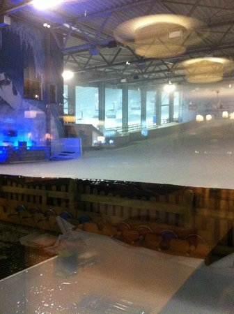 Hotel Fire & Ice: Pista infantil e vista parcial da pista de adultos
