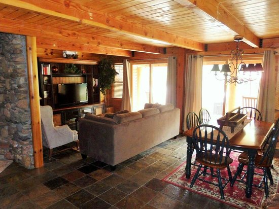 The Cabins At Country Road: Living Room/Dining Room