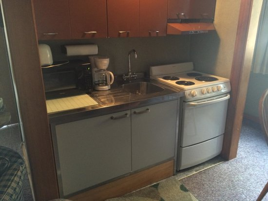 Town and Country Motor Inn: Cottage kitchen area.
