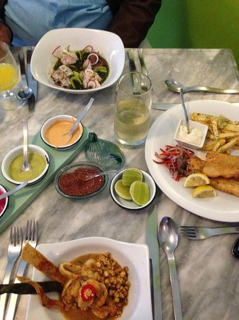 Agua y Sal Cebichería : Outstanding seafood cebiche, octopus with lime sauce and fish with potatoes.