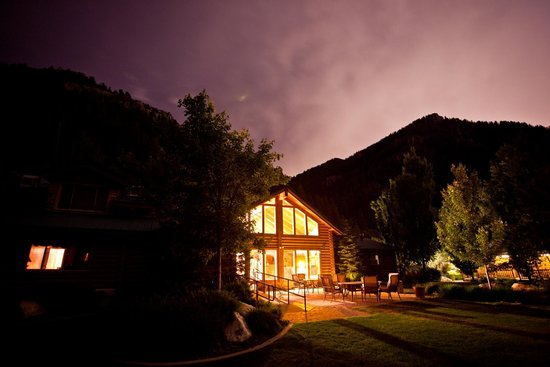 Alaskan Inn: Evening Sky in the Canyon