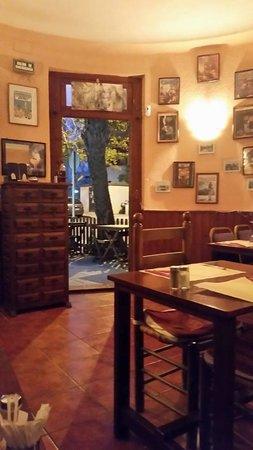 le vieux bruxelles: inside dining area