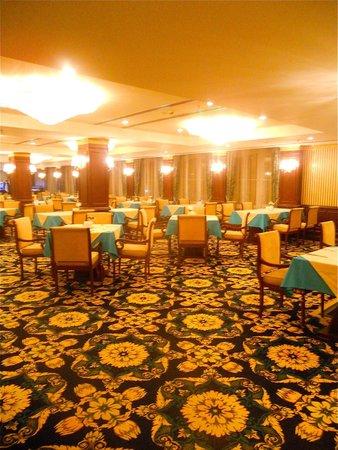 Latanya Palm Hotel: Salle de restaurant : surtout des turcs !