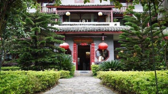 Yangshuo Mountain Retreat: La entrada al hotel