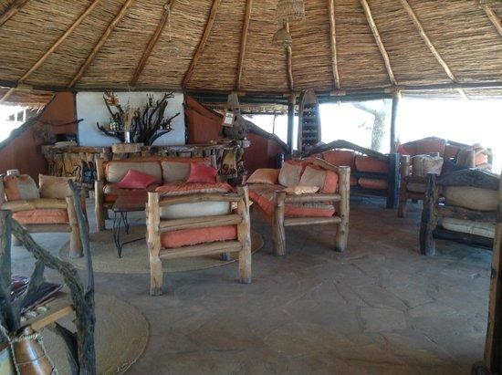 Kikoti Safari Camp: Sitting area at Main Lodge