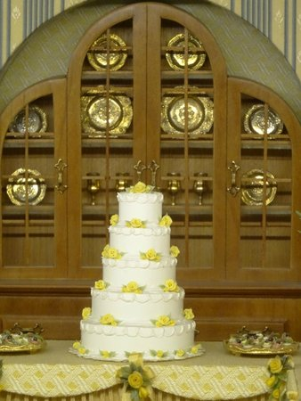 The Mini Time Machine Museum of Miniatures: This wedding cake is abt 2 inches high