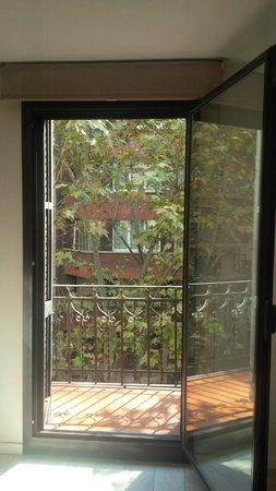 Eric Vokel Sagrada Familia Suites: Living room window
