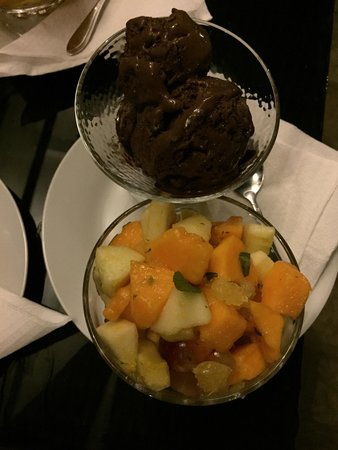 Fresh fruit salad with chocolate ice cream - Picture of ...