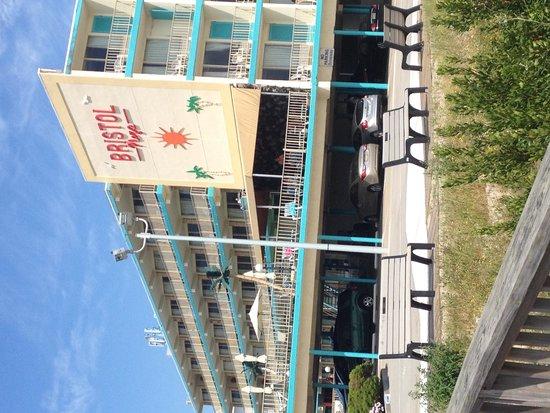 Bristol Plaza Motel: exterior