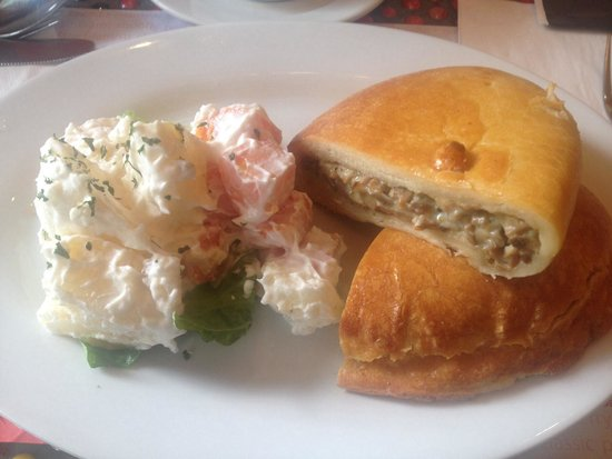 Banapple Pies & Cheesecakes: Amazing place for good comfort dinner food and a must have is the mushroom cheese and herb pie w