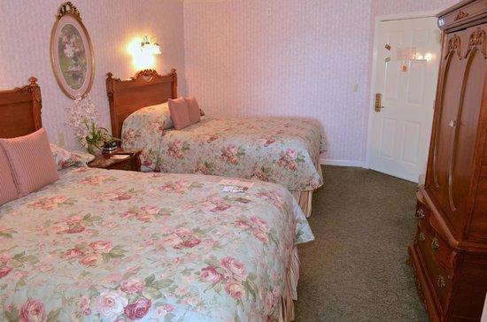 Boardwalk Plaza Hotel: The 2 Queen Suite Bedroom