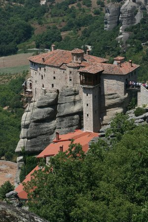 Tour Trip Greece Day Tours : Meteora on a beautiful day