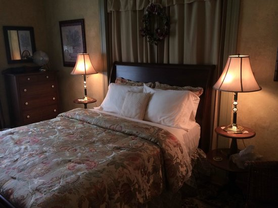 Millview Bed & Breakfast: Queen Sized Bed
