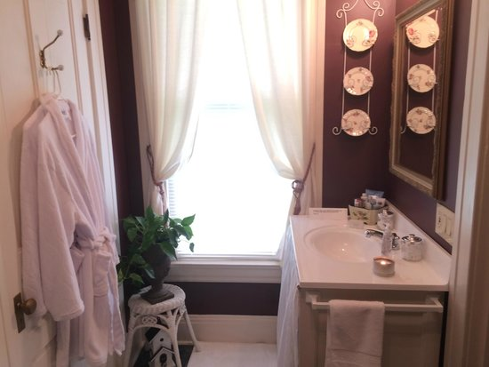 ‪‪Millview Bed & Breakfast‬: Bathroom Vanity Area‬