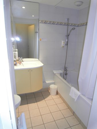 Adagio Access Rennes Centre: Beautifully clean bathroom