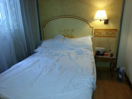 Hotel Eurostars Regina : hotel bed